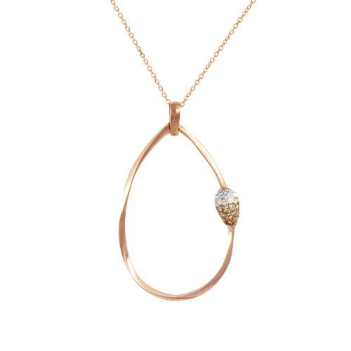 Pendente in oro rosa con diamanti bianchi e brown Collezione Gomitolo Oro 18 carati Diamanti bianchi: carati 0,07 - qualità G/VS Diamanti brown: carati 0,14 Lunghezza catena: 45 cm