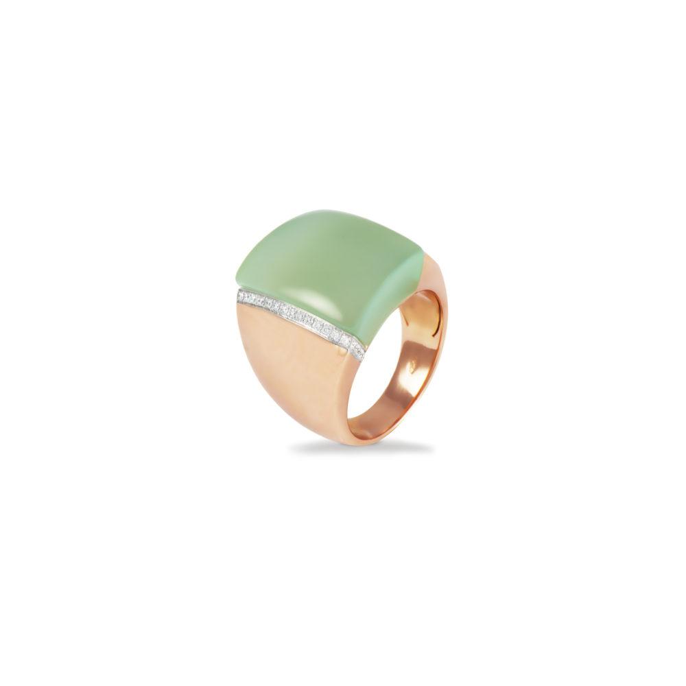 Anello in oro rosa con diamanti bianchi e calcedonio verde Collezione Kult Oro 18 carati Diamanti bianchi: carati 0,14 - qualità G/VS Calcedonio verde: carati 18,86 1