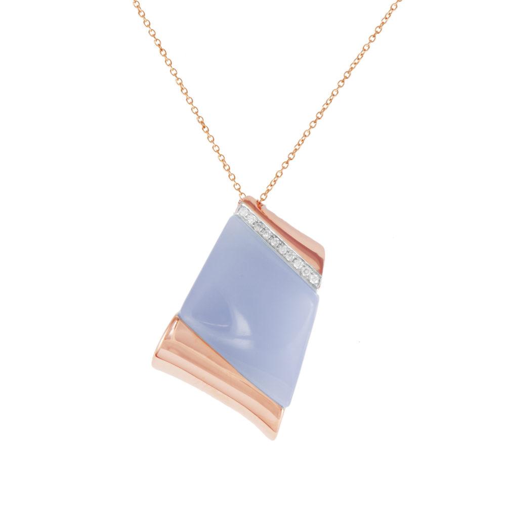 Pendente in oro rosa con diamanti bianchi e calcedonio lilla Collezione Kult Oro 18 carati Diamanti bianchi: carati 0,09 - qualità G/VS Calcedonio lilla: carati 11,42 Lunghezza catena: 45 cm